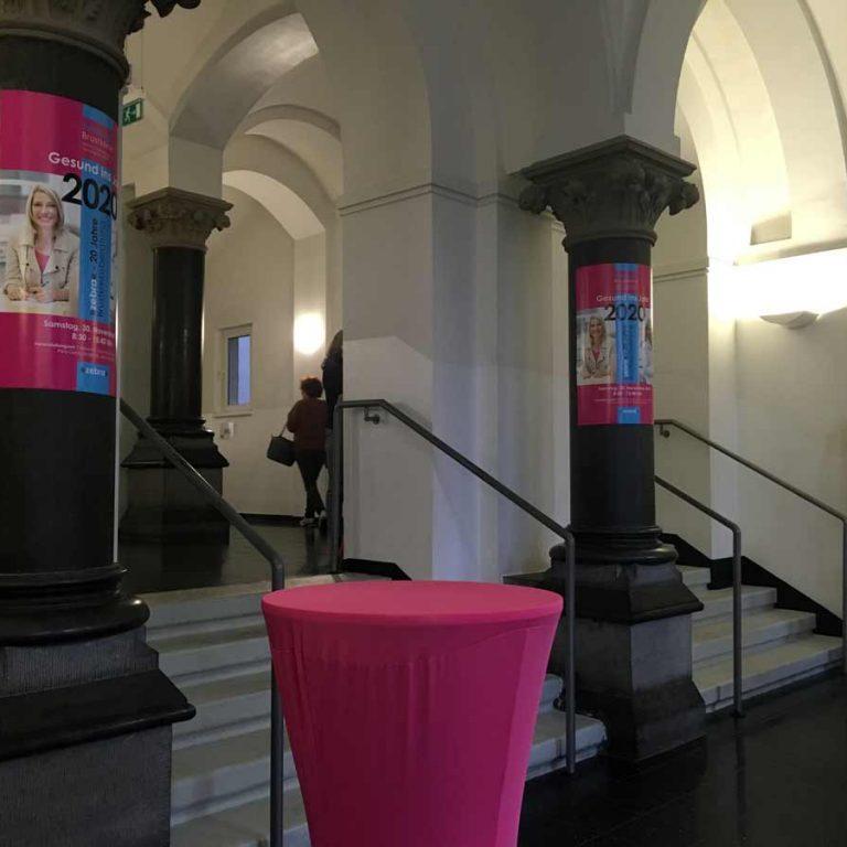 Brustkrebs-Kongress-zebra-Gesund-ins-Jahr2020-Foyer-Musik-hochschule